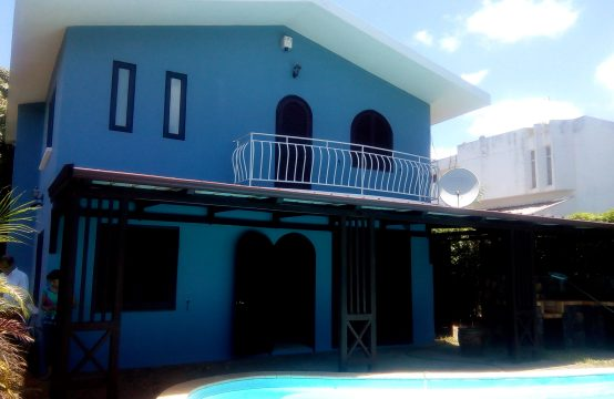 House with a swimming pool for rent