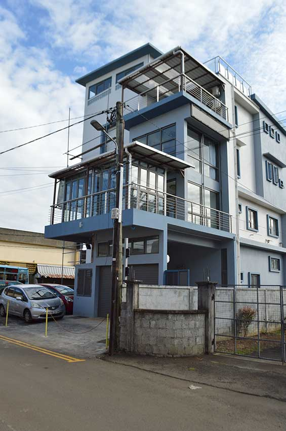 Ideally located in Moka with easy access to motorway